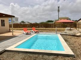 Cozy vacation house with pool in Turibana, Noord 176., 棕榈滩