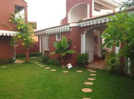 Villa avec piscine, pieds dans l'eau en plein Saly, Sali Tapé