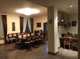 A Royal Luxury Villa With Swimming Pool, Erywań