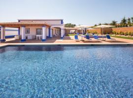 Aroal Villa Sleeps 6 Pool WiFi, Aroal