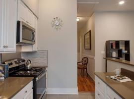 414B Waldburg st · 2 Bedroom Oasis near Forsyth Park, Savannah