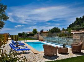 Frama Villa Sleeps 6 Pool Air Con WiFi, Néa Skióni
