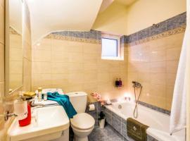 Kalyves Villa Sleeps 6 Pool Air Con WiFi, Kalyves