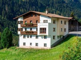Raut Villa Sleeps 22 WiFi T702031, Raut