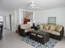 Updated 2 bedroom villa close to the beach, Jolly Harbour