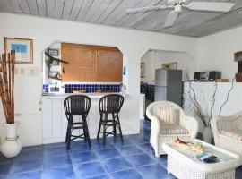 Crew's Nest Poolside Studio close to Grafton Beach, Nutmeg Grove