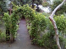 Paradise Adventure Bungalow, Lénakel