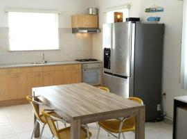 Comfortable apartment close to BlueBay and beaches, Dorp Sint Michiel