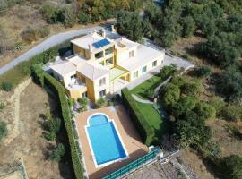 Esgravatadouro Villa Sleeps 8 Air Con WiFi, Esgravatadouro