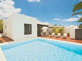 Costa Teguise Villa Sleeps 6 WiFi, Costa Teguise