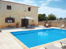 Loucha Villa Sleeps 6 Air Con WiFi, Loúkha
