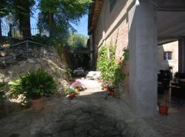 Caioncola Apartment Sleeps 12 Pool WiFi, Ravigliano