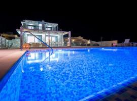 Afantou Villa Sleeps 8 Pool Air Con WiFi, Afántou
