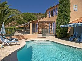 Bormes-les-Mimosas Villa Sleeps 8 Pool WiFi, Bormes-les-Mimosas