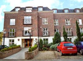 Tallaght Apartment Sleeps 4 WiFi T054297, Dublin