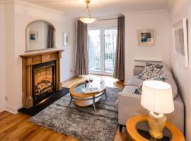 Tallaght Apartment Sleeps 4 WiFi T650923, Dublin