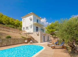 Ai Giannis Villa Sleeps 8 Pool Air Con, Keríon