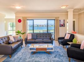 Luxurious Executive Waterfront Home, Gold Coast