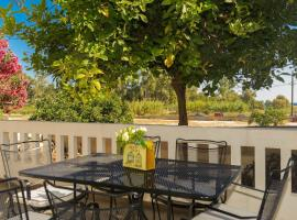 Stroll To The Beach, 3BR, 2BA, AC, Sleeps 5, Chania
