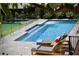 Luxury Family Retreat with Heated Pool, 悉尼