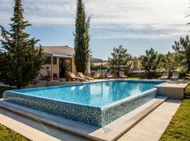 Labin Villa Sleeps 6 Pool Air Con WiFi, Лабин