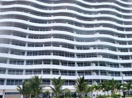 Hermoso Edificio Fontainebleau Frente Al Mar *****, Esmeraldas