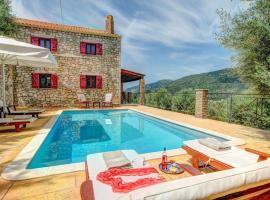 Platreithias Villa Sleeps 4 Pool Air Con WiFi, Áyioi Saránda