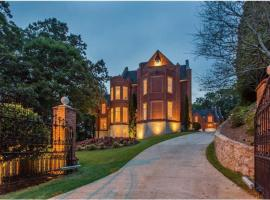 Majestic Castle of ATL - VIP PARTY PASS included. 25 Minute Drive to Mercedes Benz Stadium!, Marietta