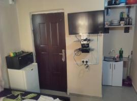 Q's Apartment, Jahi