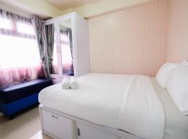 Comfort 2BR with Pool View Green Pramuka City Apartment By Travelio, Giacarta