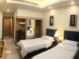 Al Sahla Land Hotel, Neshed Ali