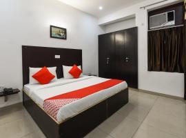OYO 13025 Petals Inn, Noida