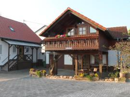 gemütliches Ferienhaus mit 2 Balkonen, große Terrasse und W-LAN