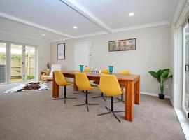 EXECUTIVE house with 1300sq garden, near SHOPPING, Auckland