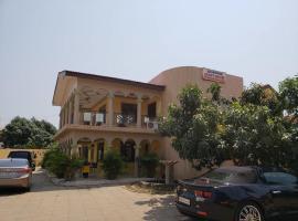 Jai Donne, Accra
