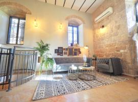 Garden Apartment With Free Parking, Minutes from Old City, Jerusalem