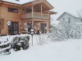 Ferienwohnung im gemütlichen Blockhaus vor den Bergen