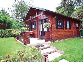 Holzblockhaus-in-Putbus-in-idyllischer-Alleinlage