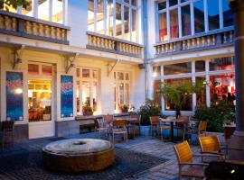 Jacques Brel Youth Hostel,