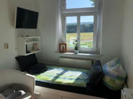 kleines Zimmer z. Übernachtung, TV, Bett 1 Person