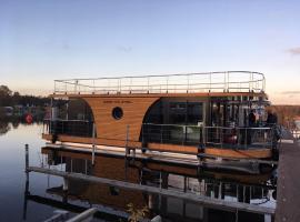 festliegendes Hausboot Ferienwohnung Seeteufel