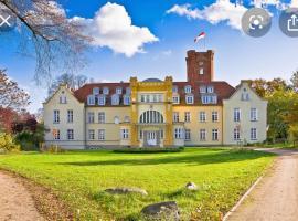 Schloss Lelkendorf Apartment Ulrichshusen Maisonette Fewo Mecklenburger Seenplatte