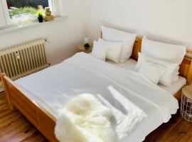 Gemütliches Doppelzimmer mit Küchenzeile und renoviertem Badezimmer