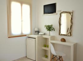 Niki Rooms, Adámas
