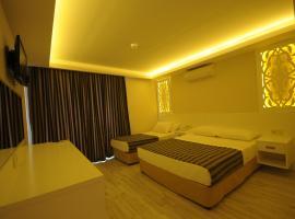 Aura Hotel, Side