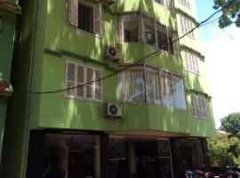 Phuong Dong Hotel, Nội Bài