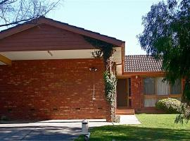 Australian Home Away @ Doncaster Pine Hill, Doncaster East