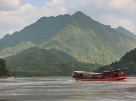 Mekong Cruises -The LuangSay Lodge & Cruises - Houei Say to Luang Prabang, Muang Pakbèng