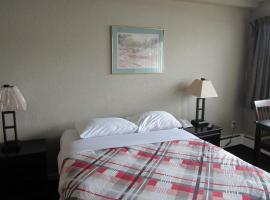 Hide-Away Inn, Fort Nelson