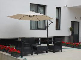 Hermann Apartments, Sybin